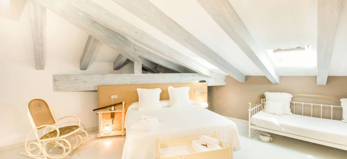 Habitación de hotel Teatrisso, interiorismo cuidado al detalle, alojamiento rural con encanto. Ejemplo contrario de los errores interiorismo alojamiento rural