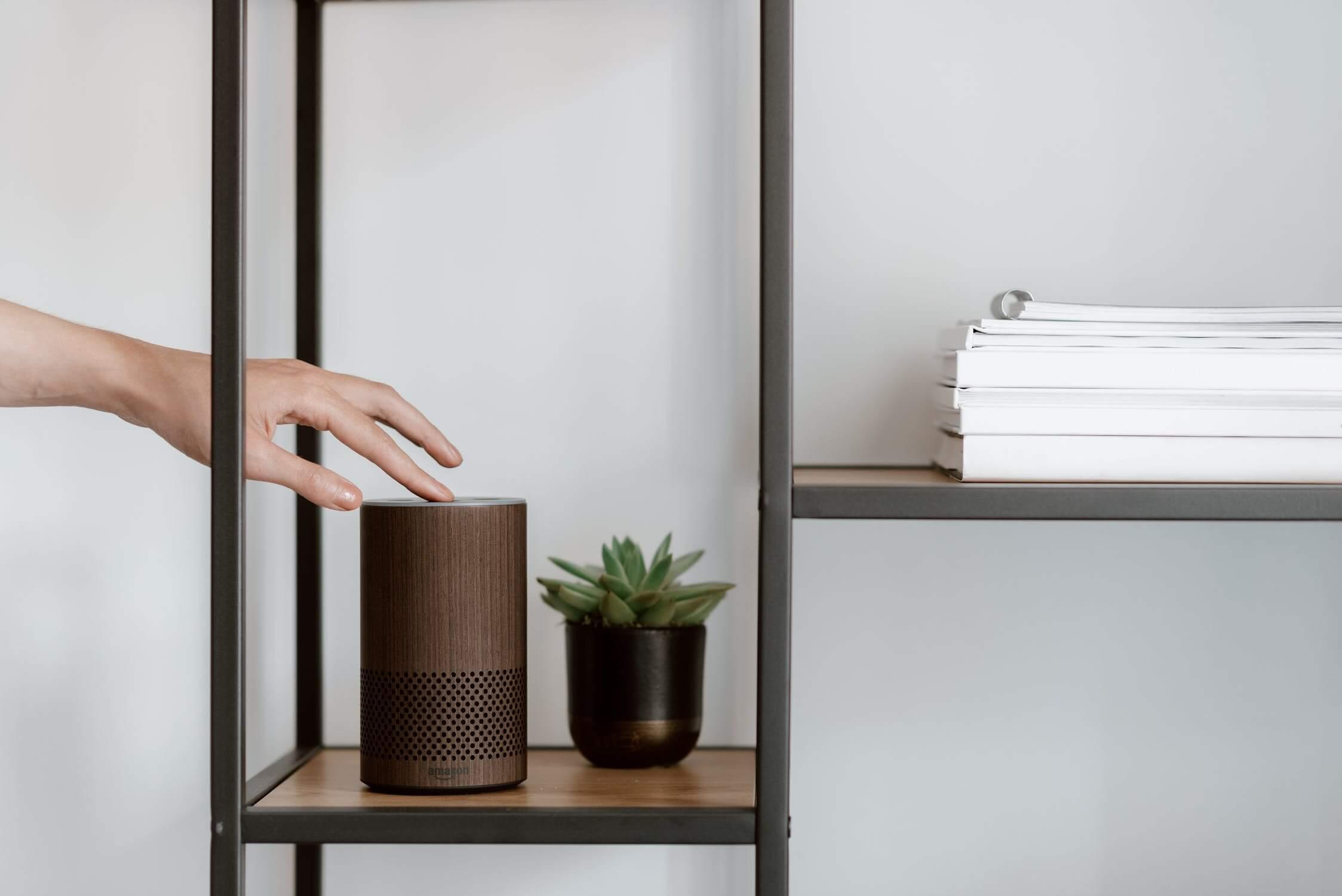 Tecnología de activación por voz, para aumentar el confort y el bienestar en el hogar. #AnaUtrillainteriorismoonline #Diseñohogaresconecanto