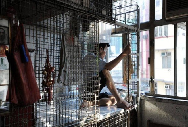 People live in iron cages in Hong Kong