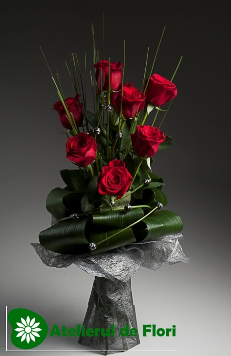 Buchet cu 9 trandafiri rosii