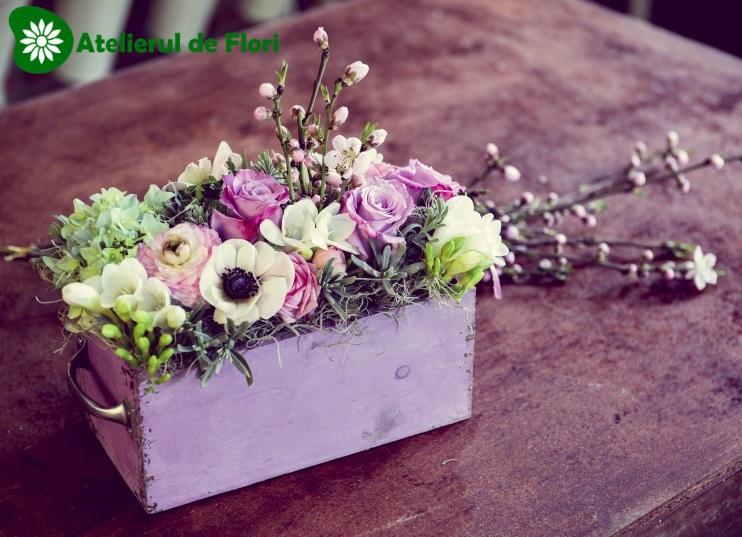 cutie de lemn cu flori