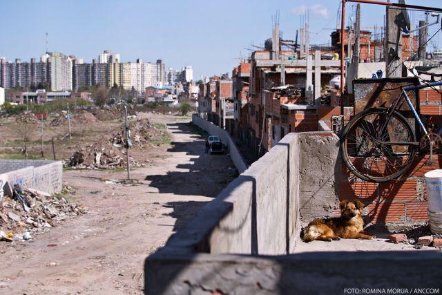 Predio recuperado. Paredón. Vista desde arriba. Por la Urbanización de la Villa 20. Buenos Aires. 31 de agosto de 2015. Foto: Romina Morua. ANCCOM UBA