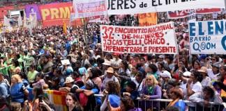 Mujeres reunidad en el acto de apertura del Encuentro Nacional de Mujeres en Resistencia, Chaco.