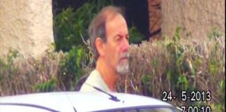 Una imagen de Gauto tomada en el 2013. Se encuentra en la calle al lado de un auto.