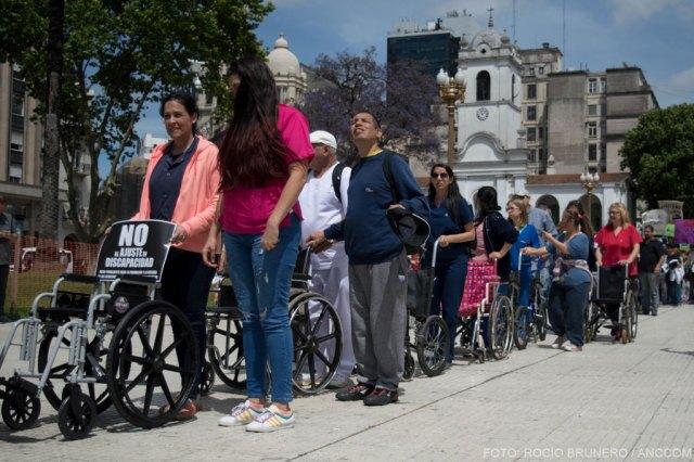 Marcha de las sillas vacías en Plaza de MAyo.. Personas con distintas discapacidades y sus familiares marchando en fila por sus derechos