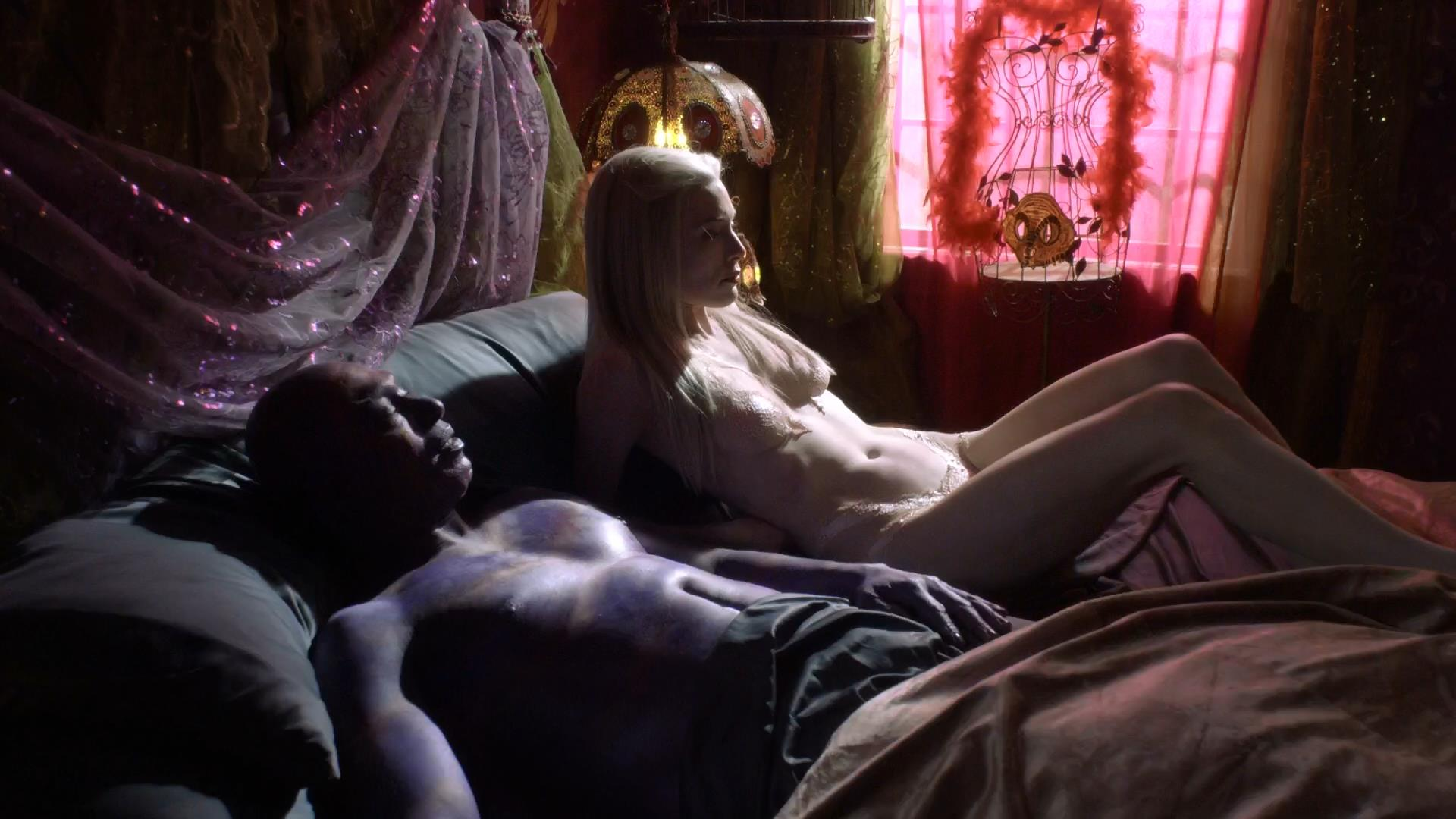 Naked Jaime Murray in Defiance