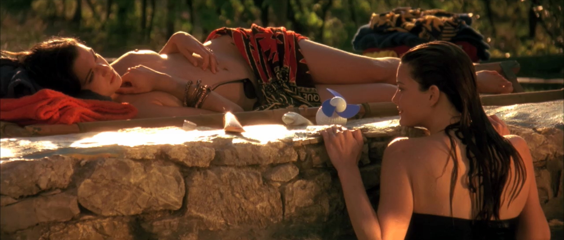 Naked Rachel Weisz in Stealing Beauty