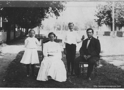 Mame and Cliff Kaser Family 1908