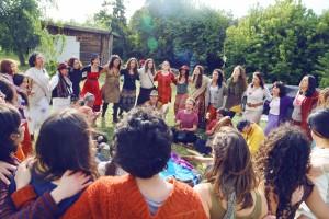 Danzas Circulares en el WARMI TINKUY