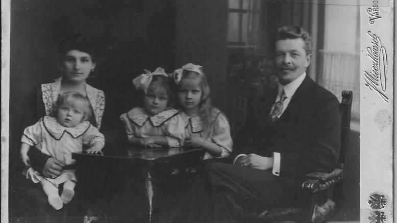 my genealogy blog Ryszard Zaruski's family - my great grandparents with daughters