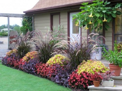 Amazing Front Yard Design Ideas that Makes You Never Want to Leave 06