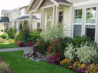 Amazing Front Yard Design Ideas that Makes You Never Want to Leave 13