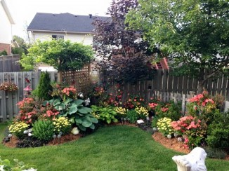 Amazing Front Yard Design Ideas that Makes You Never Want to Leave 39