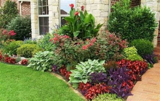 Amazing Front Yard Design Ideas that Makes You Never Want to Leave 43