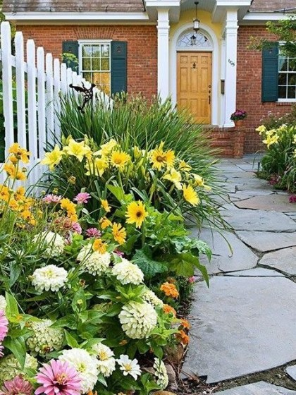 Beautiful Flower Garden for Your Front Yard 06