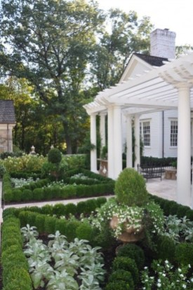 Beautiful Flower Garden for Your Front Yard 38