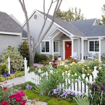 Beautiful Flower Garden for Your Front Yard 43