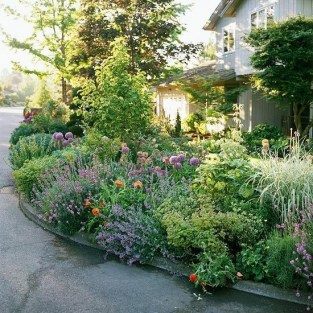 Beautiful Flower Garden for Your Front Yard 50
