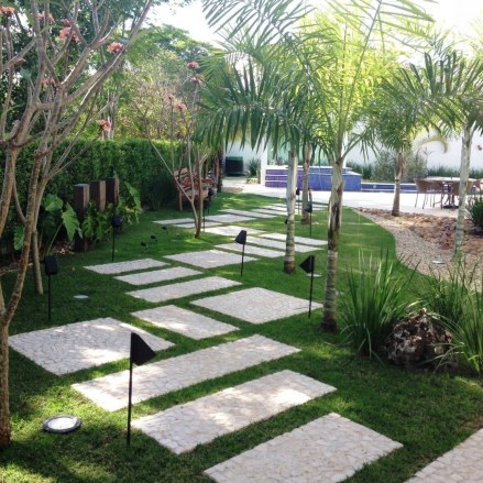 Beautiful Front Yard Landscaping Ideas On A Budget 30