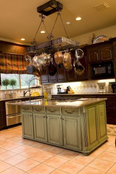 Best DIY Farmhouse Kitchen Decorating Ideas 03