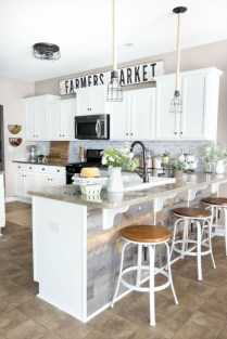Best DIY Farmhouse Kitchen Decorating Ideas 21