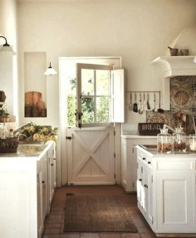 Best DIY Farmhouse Kitchen Decorating Ideas 24