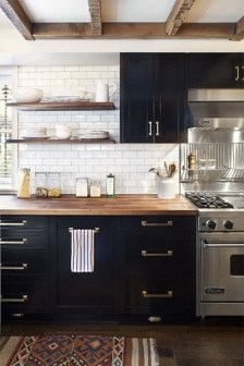 Best DIY Farmhouse Kitchen Decorating Ideas 33