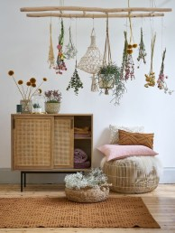 Clever and Creative Decorating Ideas for Small Home 38
