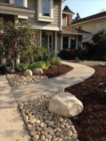 Examples Landscaping Ideas You can Put in House Page 55