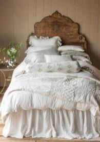 Outstanding Rustic Master Bedroom Decorating Ideas 17