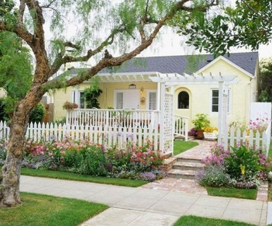 Simple But Beautiful Front Yard Landscaping Ideas 12