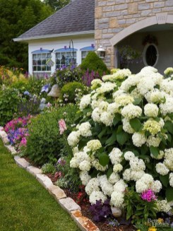 Simple But Beautiful Front Yard Landscaping Ideas 13