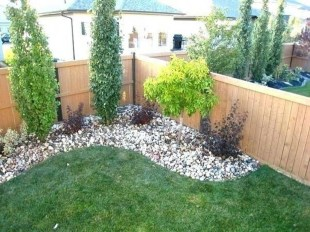 Amazing Privacy Fence Ideas to Perfect Your Backyard 15
