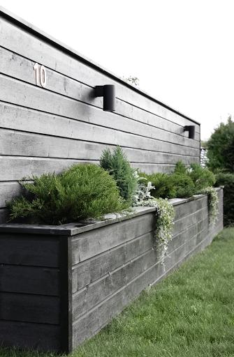 Amazingly Creative Long Planter Ideas for Your Patio 49