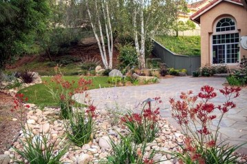 Beautiful Backyard Landscaping Design Ideas With Low Maintenance 12