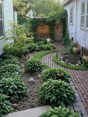 Beautiful Backyard Landscaping Design Ideas With Low Maintenance 25