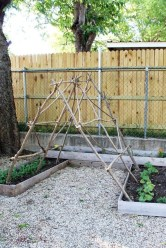 Cool DIY Garden Trellis Ideas 22