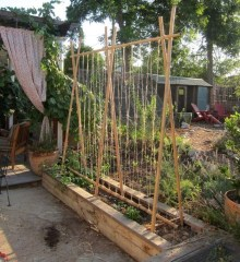 Cool DIY Garden Trellis Ideas 38