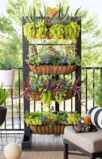 Cool DIY Vertical Garden for Front Porch Ideas 02