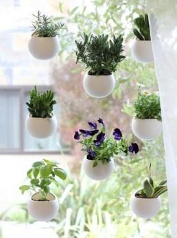 Cool DIY Vertical Garden for Front Porch Ideas 06