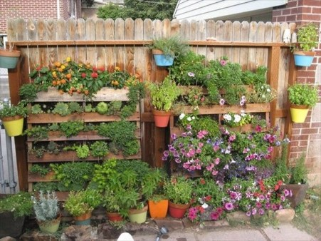 Cool DIY Vertical Garden for Front Porch Ideas 07