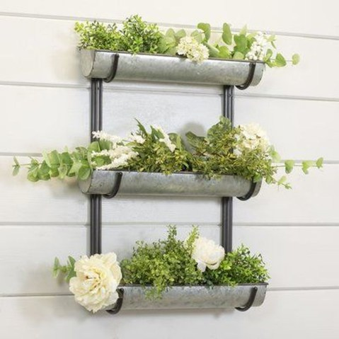 Cool DIY Vertical Garden for Front Porch Ideas 43