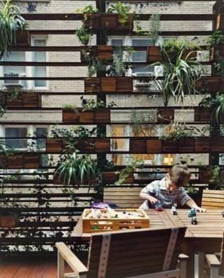 Cool DIY Vertical Garden for Front Porch Ideas 54