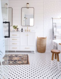 Cool Minimalist Bathroom to Add to Your Dream Home Decor 03