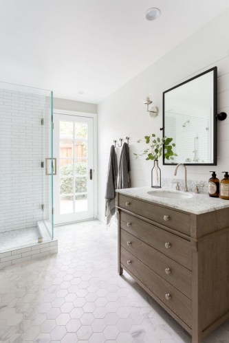 Cool Minimalist Bathroom to Add to Your Dream Home Decor 43