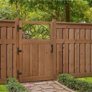 Amazing Farmhouse Privacy Fence to Perfect Your Backyard 07