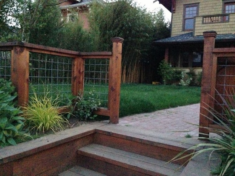 Amazing Farmhouse Privacy Fence to Perfect Your Backyard 22
