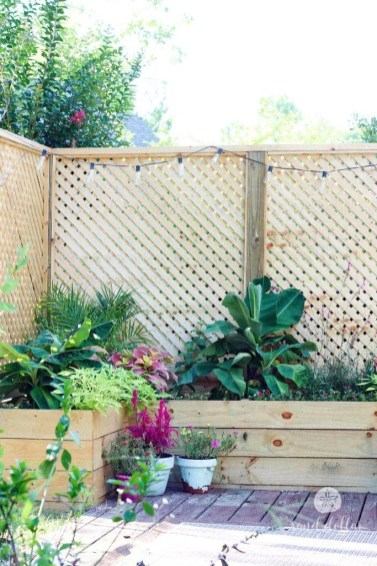 Amazing Farmhouse Privacy Fence to Perfect Your Backyard 23