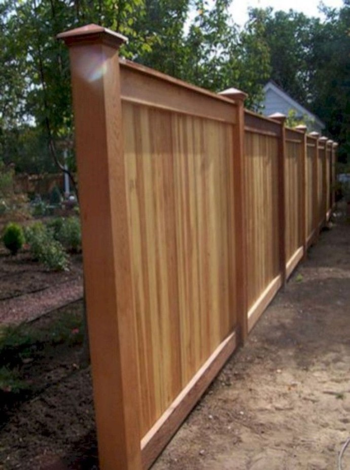 Amazing Farmhouse Privacy Fence to Perfect Your Backyard 27