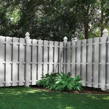 Amazing Farmhouse Privacy Fence to Perfect Your Backyard 35